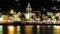 Makarska por la noche